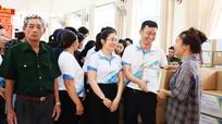 Trao quà Tết cho người nghèo ở Hưng Nguyên, TP Vinh và Tân Kỳ