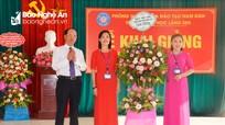 Chủ nhiệm Ủy ban Kiểm tra Tỉnh ủy dự Khai giảng năm học mới tại Trường Tiểu học Làng Sen