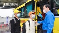 Những chuyến xe đón thanh niên, công nhân về quê ăn Tết ở Nghệ An