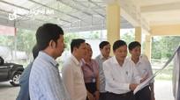 Phó Chủ tịch Thường trực UBND tỉnh kiểm tra công tác bầu cử tại huyện Quế Phong