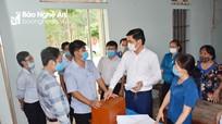 Phó Chủ tịch UBND tỉnh Hoàng Nghĩa Hiếu kiểm tra công tác bầu cử tại huyện Quỳ Hợp và Tân Kỳ
