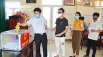 Trưởng Ban Dân vận, Trưởng Ban Nội chính Tỉnh ủy bỏ phiếu bầu cử tại xã Nghi Phú, TP Vinh