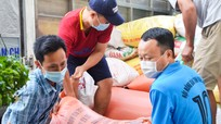 Hội Nông dân tỉnh Hà Tĩnh hỗ trợ thực phẩm cho người dân Nghệ An