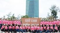 38 thí sinh Hoa hậu phía Bắc cùng tham gia làm sạch bờ biển sau bão