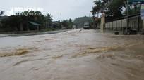 Mưa lớn ngập Quốc lộ 7, nước tràn vào nhà dân ở Con Cuông