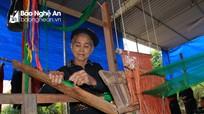 Độc đáo bộ trang phục phụ nữ của một trong những dân tộc ít người nhất Việt Nam
