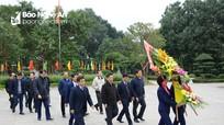 Bộ trưởng Bộ Giao thông Vận tải dâng hoa tại Khu di tích Kim Liên
