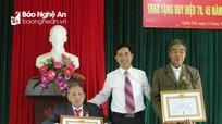 Nghĩa Đàn trao tặng Huy hiệu Đảng cho 103 đảng viên