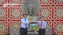 Đoàn đại biểu thanh niên Việt Nam - Lào chào xã giao lãnh đạo tỉnh Nghệ An
