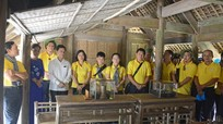 Đoàn cán bộ ngành tổ chức xây dựng Đảng TP. Hồ Chí Minh dâng hoa tại Khu di tích Kim Liên