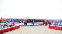 Hơn 500 tình nguyện viên đồng loạt ra quân nhặt rác làm sạch biển