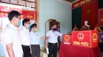 Phó Chủ tịch HĐND tỉnh Hoàng Viết Đường kiểm tra công tác bầu cử tại các địa phương
