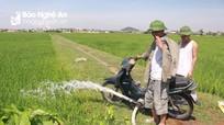 Nông dân Nghệ An biến xe máy thành bơm nước chống hạn