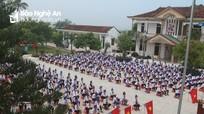 Phó Chủ tịch UBND tỉnh Lê Ngọc Hoa dự lễ khai giảng tại huyện Quỳnh Lưu