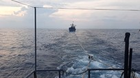 Tàu cảnh sát biển cứu nạn tàu cá Nghệ An bị gãy chân vịt trên biển
