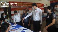 Phó Chủ tịch UBND tỉnh Hoàng Nghĩa Hiếu kiểm tra công tác bầu cử tại Nghĩa Đàn
