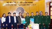 Báo Nghệ An tặng báo Xuân cho Bộ đội Biên phòng và Bộ Chỉ huy Quân sự tỉnh