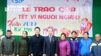 Trao quà Tết cho hộ nghèo Xuân Kỷ Hợi 2019