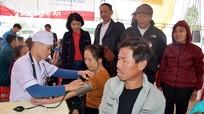 Khám bệnh, cấp thuốc miễn phí cho 300 người dân thị xã Cửa Lò