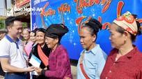 Eximbank Vinh trao 40 suất quà Tết người nghèo ở Anh Sơn