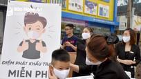 Amia Beauty Center trao gần 4.000 khẩu trang và nước sát khuẩn cho người dân TP Vinh
