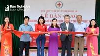 Bàn giao công trình 300 triệu đồng cho Trường Tiểu học ở xã nghèo Thanh Chương