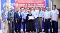 Trao 100 triệu đồng hỗ trợ xây nhà tình nghĩa cho thân nhân liệt sỹ ở Thanh Chương  