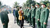 Chủ tịch Ủy ban MTTQ tỉnh thăm, chúc tết tại thị xã Hoàng Mai
