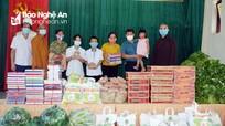 Các tăng ni, phật tử thăm, tặng quà trẻ em Làng trẻ SOS Vinh