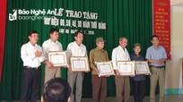 Các địa phương trao tặng Huy hiệu Đảng, tôn vinh các Đảng viên