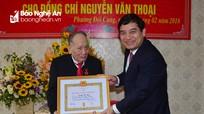 Bí thư Tỉnh ủy trao Huy hiệu 70 năm tuổi Đảng tặng đảng viên lão thành