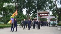 Lãnh đạo tỉnh dâng hoa nhân kỷ niệm 88 năm ngày thành lập Đảng