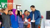 Văn phòng Tỉnh ủy tặng quà Tết cho người nghèo và Mẹ Việt Nam Anh hùng