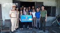 Nghi Lộc: Đoàn Thanh niên giúp đỡ 12 học sinh nghèo