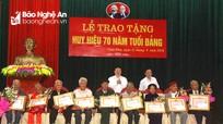 Trao Huy hiệu 70 năm tuổi Đảng cho các đảng viên lão thành ở Nam Đàn