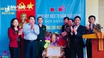 Đô Lương trao Huy hiệu 70 tuổi Đảng cho đảng viên lão thành