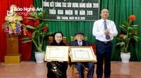 Yên Thành: Vợ chồng đảng viên lão thành cùng nhận Huy hiệu 70 năm tuổi Đảng