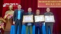 Hoàng Mai: Trao Huy hiệu 70 và 45 năm tuổi Đảng cho các đảng viên