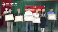 Tân Kỳ: Trao tặng Huy hiệu Đảng cho 5 đảng viên