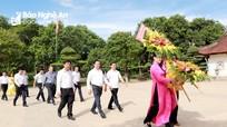 Bộ trưởng Bộ Tài chính dâng hoa, dâng hương tại Khu Di tích Kim Liên và Truông Bồn