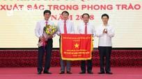Chính phủ tặng Đảng ủy Khối Các cơ quan tỉnh Nghệ An Cờ thi đua