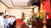 Lãnh đạo tỉnh Nghệ An dâng hoa tưởng niệm Chủ tịch Hồ Chí Minh tại thành phố mang tên Bác