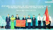 Vietcombank chi nhánh Nghệ An đón nhận Huân chương Lao động hạng Ba