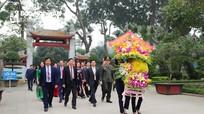 Lãnh đạo tỉnh dâng hoa tưởng niệm Chủ tịch Hồ Chí Minh, Tổng Bí thư Lê Hồng Phong