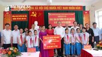 Bí thư Thành ủy thành phố Hồ Chí Minh thăm, tặng quà tại Nghệ An