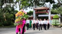 Đồng chí Nguyễn Thiện Nhân dâng hoa tưởng nhớ Chủ tịch Hồ Chí Minh tại Kim Liên (Nam Đàn)