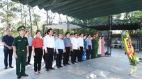 Lãnh đạo tỉnh dâng hương tưởng niệm các Anh hùng liệt sỹ tại các nghĩa trang, di tích ở Quảng Trị