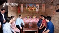Lãnh đạo Văn phòng Trung ương Đảng thăm, tặng quà đồng bào bị ảnh hưởng do mưa lụt ở Nghệ An