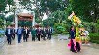 Chủ tịch Quốc hội Nguyễn Thị Kim Ngân dâng hoa, dâng hương tại Khu di tích Kim Liên