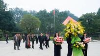 Bí thư Trung ương Đảng Phan Đình Trạc dâng hương tưởng niệm Chủ tịch Hồ Chí Minh